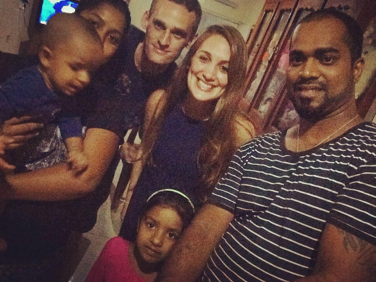 עם המשפחה של נירו